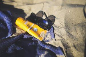 abbronzarsi fa sempre bene crema solare