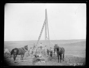 Il pozzo artesiano - Cavalli al lavoro per scavare un pozzo