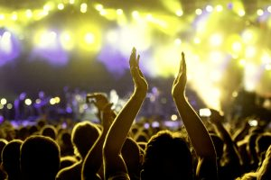 In Spagna hanno ricominciato a fare concerti? - pubblico a un concerto