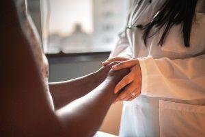 le donne sono più attente degli uomini alla prevenzione? - Dottoressa e paziente