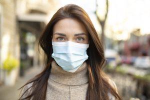 Se sono vaccinato posso smettere di indossare la mascherina?