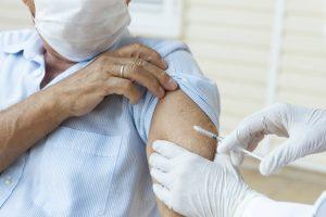 La terza dose di vaccino anti Covid-19 serve a tutti?